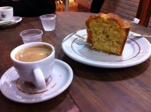 It's a piece of sweet coffee cake. Priscila Mateini